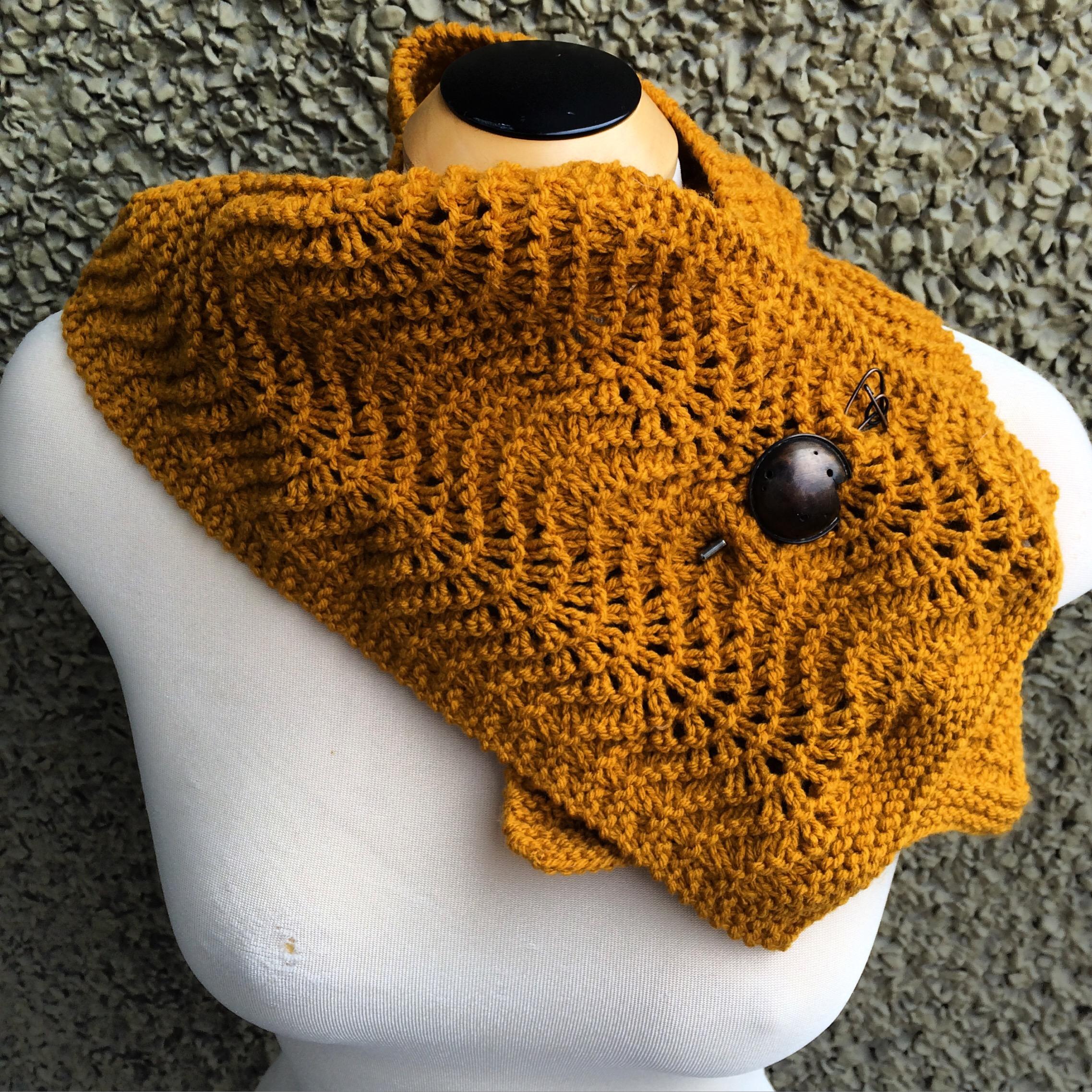 Guest post: Feather & Fan Scarflette   Alaska Knit Nat